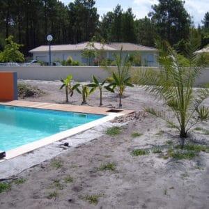 En bord de piscine